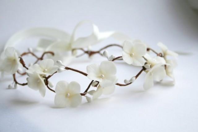 wedding photo - Ivory hydrangea Bridal crown, bridal flower crown, ivory flower crown, wedding flower crown, Bridal headpiece, woodland crown, ivory crown