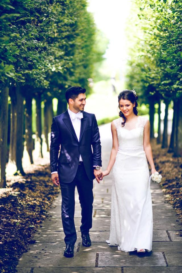 Sweet london wedding in kew gardens with a beautiful baha for Beautiful gardens to get married in