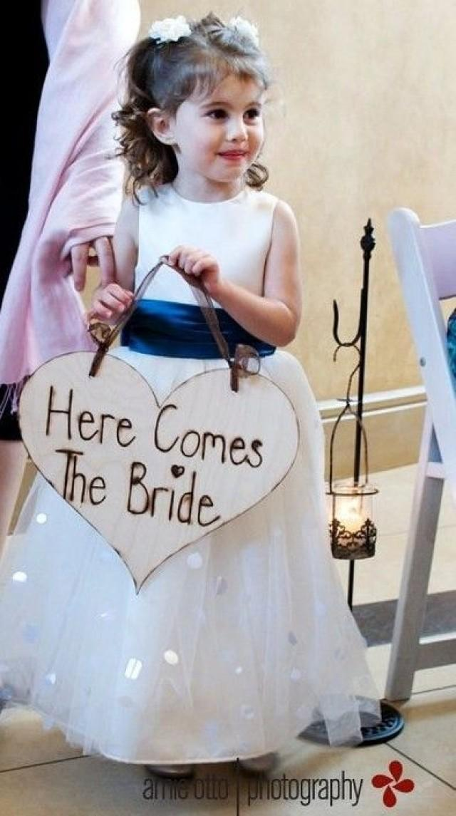 here comes the bride sign flower girl ring bearer wedding photo prop item e10074 2487600. Black Bedroom Furniture Sets. Home Design Ideas