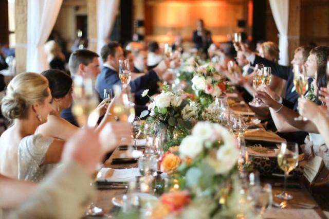 6 astuces pour ne pas trop allonger le repas de mariage les astuces d 39 organisation. Black Bedroom Furniture Sets. Home Design Ideas