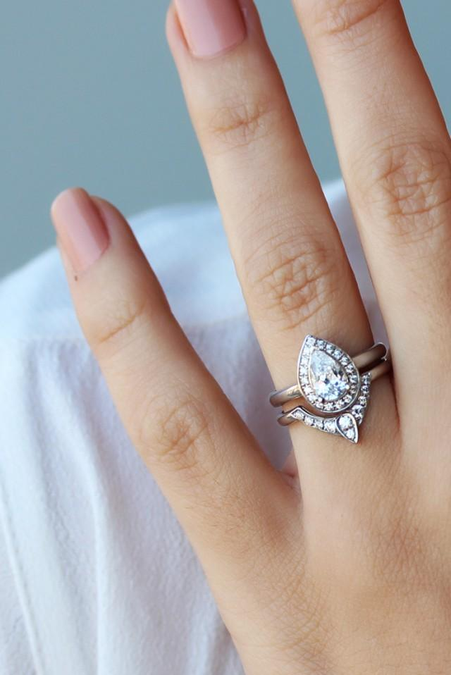 pear shaped diamond engagement ring with matching side. Black Bedroom Furniture Sets. Home Design Ideas