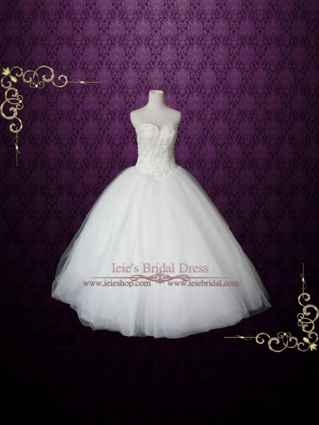 Fairy tale big tulle ball gown wedding dress with lace for Big tulle ball gown wedding dress