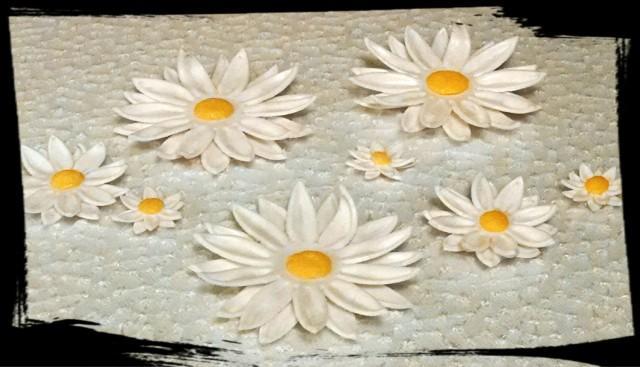 Cake Decorated With Gumdrop Flowers : 24 Edible DAISY Gum Paste / Fondant Flowers / Sugar ...
