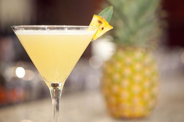 Cocktail au champagne noix de coco et ananas pour un for Cocktail au champagne