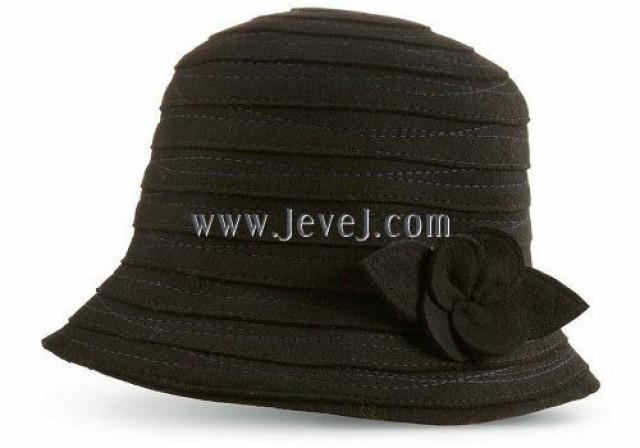 wedding photo - Acorn Women's Blair Applique Bucket Hat, Black, One Size