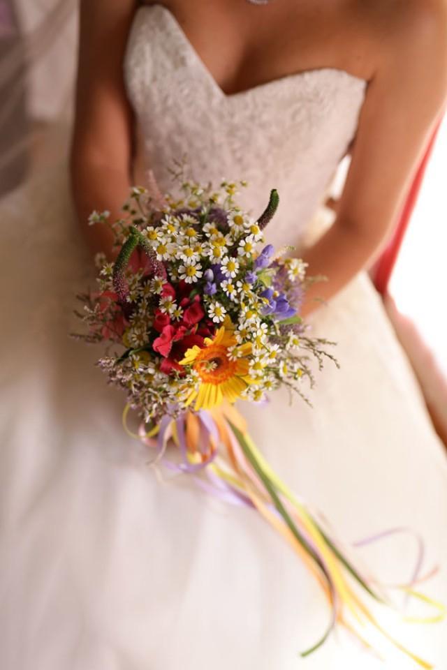 Bouquet Sposa Fiori Di Campo.Fiori Di Campo Per Un Matrimonio Arcobaleno Weddbook
