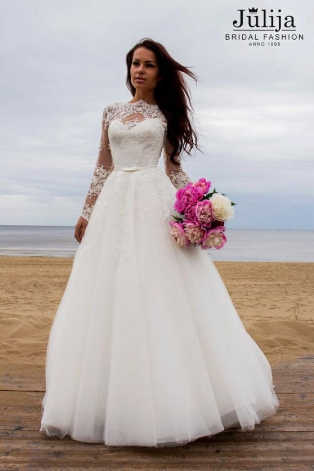 Vintage princess wedding dress with long lace sleeves for Vintage princess wedding dress