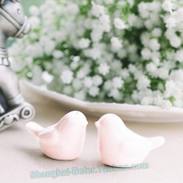 wedding photo - White Love Birds Salt and Pepper Shakers Wedding Favors BETER-TC007