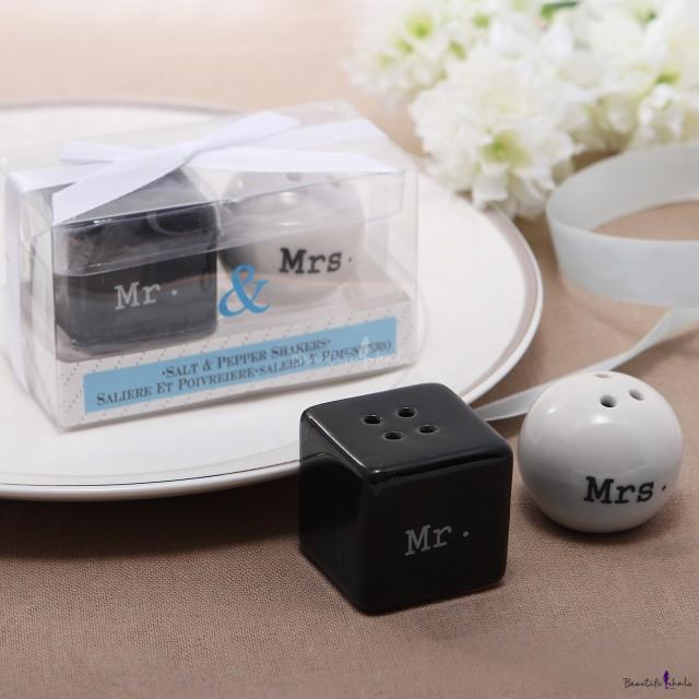 wedding photo - Beter Gifts® Black and & White Couple Pepper Shaker Wedding Favor