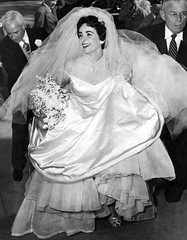 Elizabeth taylor 39 s first wedding dress to be sold at for Elizabeth taylor s wedding dresses