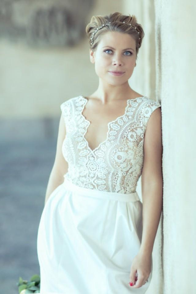 Short wedding dress romantic lace wedding gown classic for Wedding dress ideas for short brides