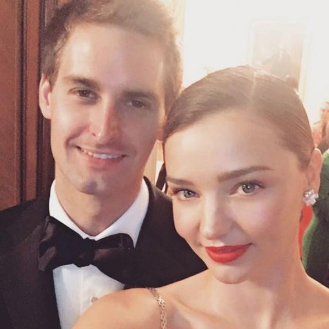 wedding photo - The 2-Step Trick For Taking A Perfect Bae Selfie! Miranda Kerr Nails It.