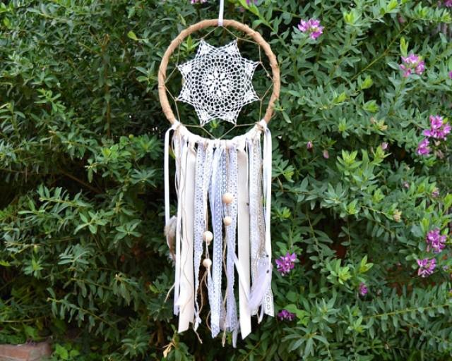 wedding photo - Crochet Lace Dreamcatcher Wedding Decor. Burlap Rustic Dream Catcher. Wall Hanging feathers.Rustic Wedding. Backdrop Bohemian Wedding Decor.