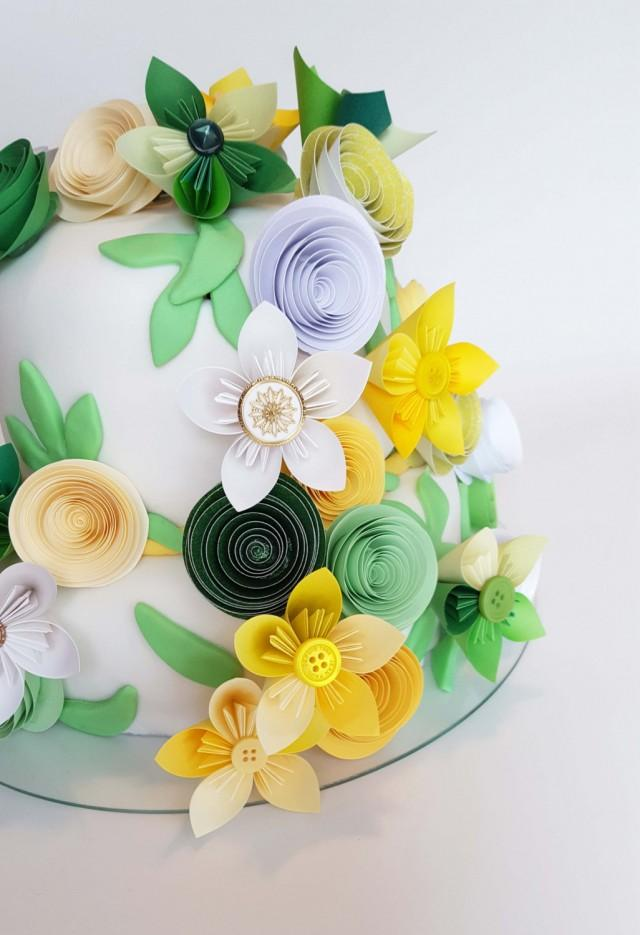 Small Assortment Of Mixed Size Paper Flowers For Cake ...