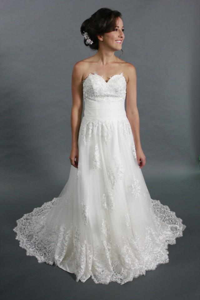 White lace applique tulle a line sweetheart neckline Wedding dress a line sweetheart