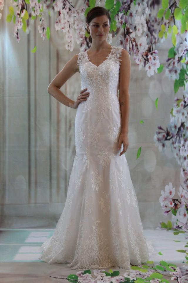 Strap Lace Sweetheart Neckline Bridal Gown Sexy Back Fit