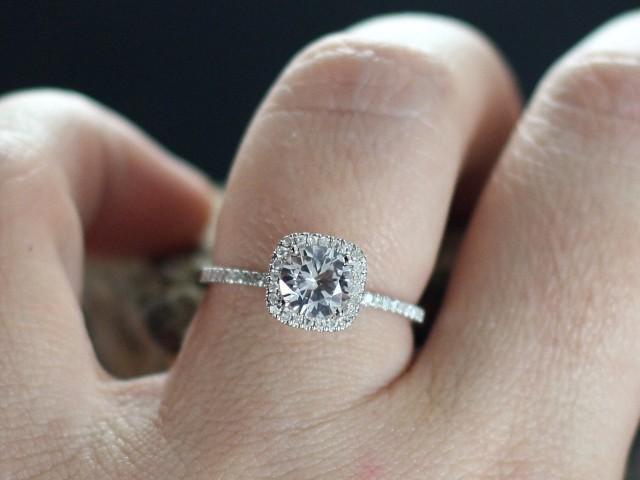 White Topaz Engagement Ring Cushion Halo Diamond Cuscino