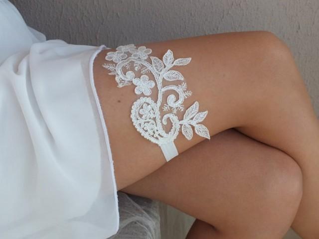 wedding photo - free ship ivory lace garter , bridal garter, floral garter, garter, floral garter, toss garter, wedding garter
