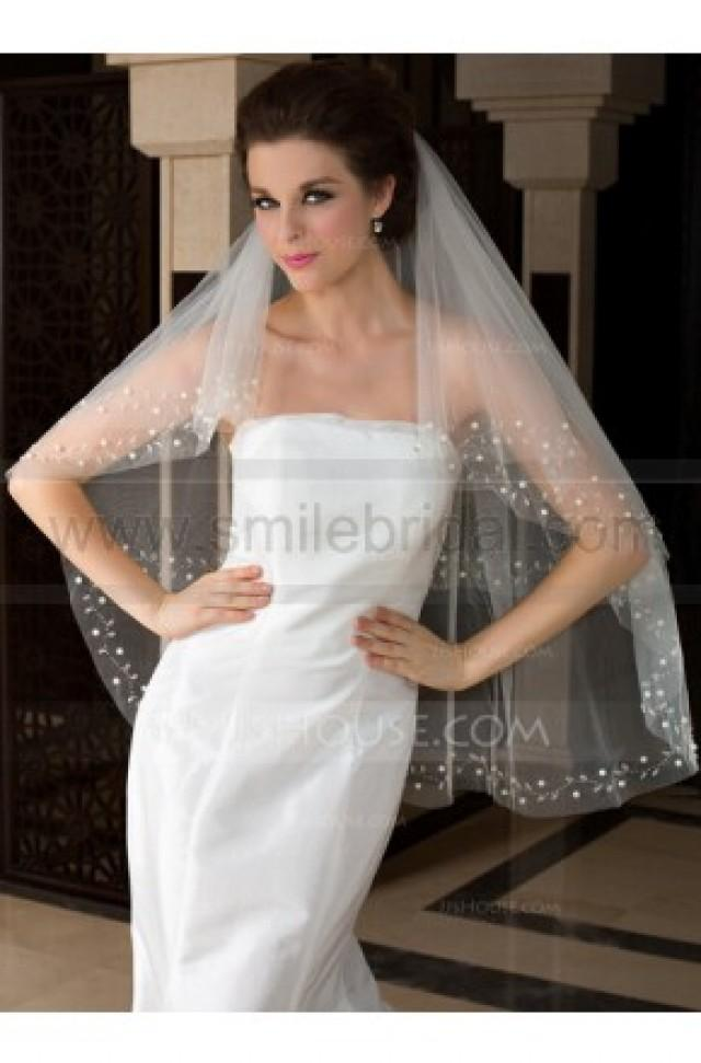 wedding photo - Two-tier Fingertip Bridal Veils With Cut Edge