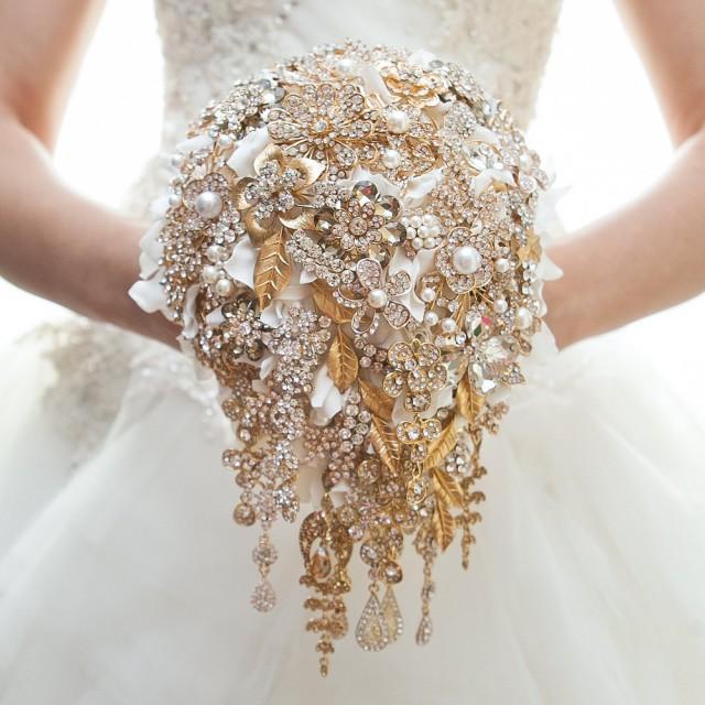 Gold brooch bouquet wedding bouquet bridal bouquet for Gold flowers for wedding bouquet
