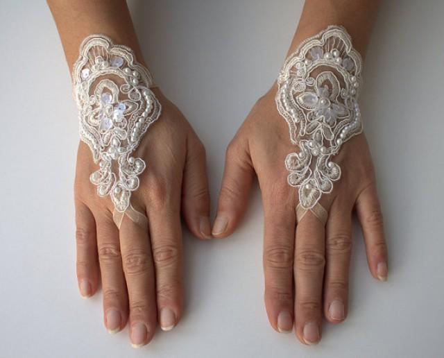 wedding photo - ivory wedding gloves, Lace Gloves, Bridal Gloves, ivory lace gloves, fingerless gloves, bridal cuff,