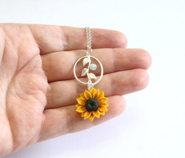 wedding photo - Sunflower Necklace , Sunflower Jewelry , Gifts , Yellow Sunflower Bridesmaid, Sunflower Flower Necklace, Bridal Flowers, Bridesmaid Necklace