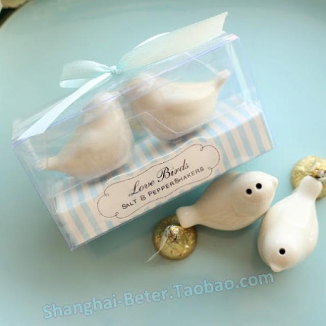 wedding photo - Beter Gifts® Beach Party Love Birds Salt and Pepper Shakers Wedding Favors BETER-TC031 ...
