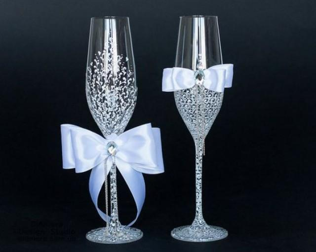 wedding photo - mr & mrs wedding glasses