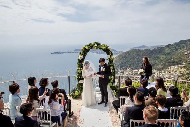 39517404bd84 Elegant Chateau De La Chevre D'or Real Wedding - French Wedding Style -  Weddbook