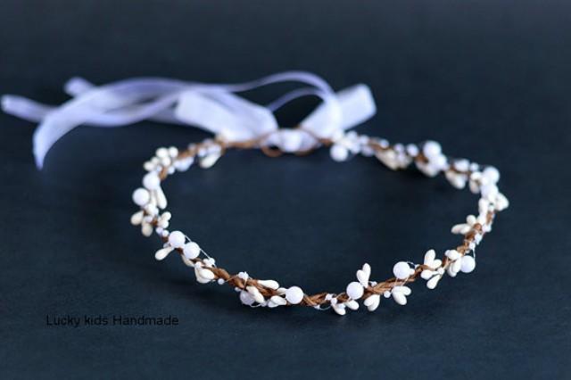 wedding photo - Wedding pearls and berries halo, Flower crown, Bridal Crown, Wedding Crown, Winter Crown, Pearl Berry Crown, Bridal Headpiece, White halo