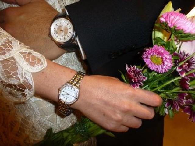 wedding photo - 5 Perfect Wedding Gift Watches For Couple