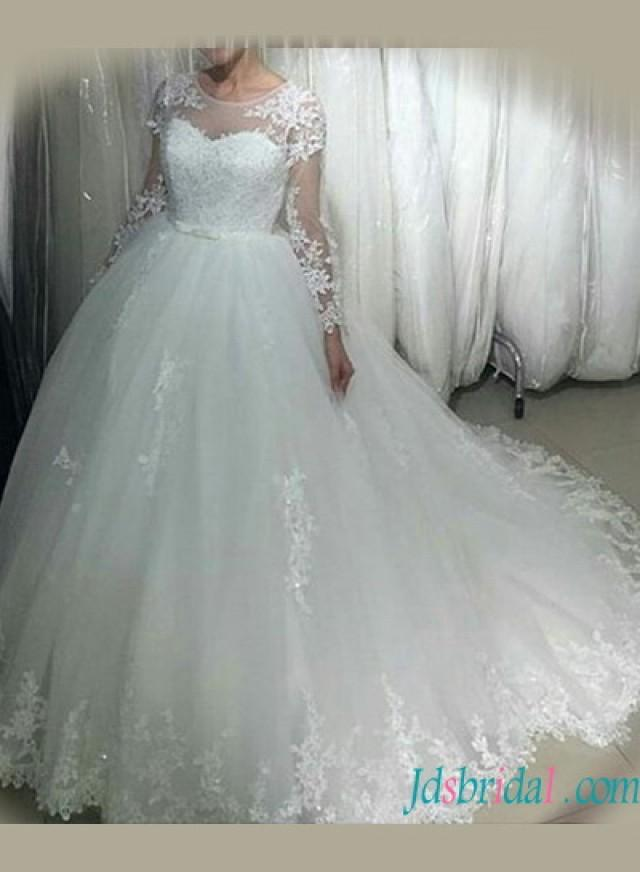 wedding photo - Beautiful long sleeved tulle lace appliqued wedding dress