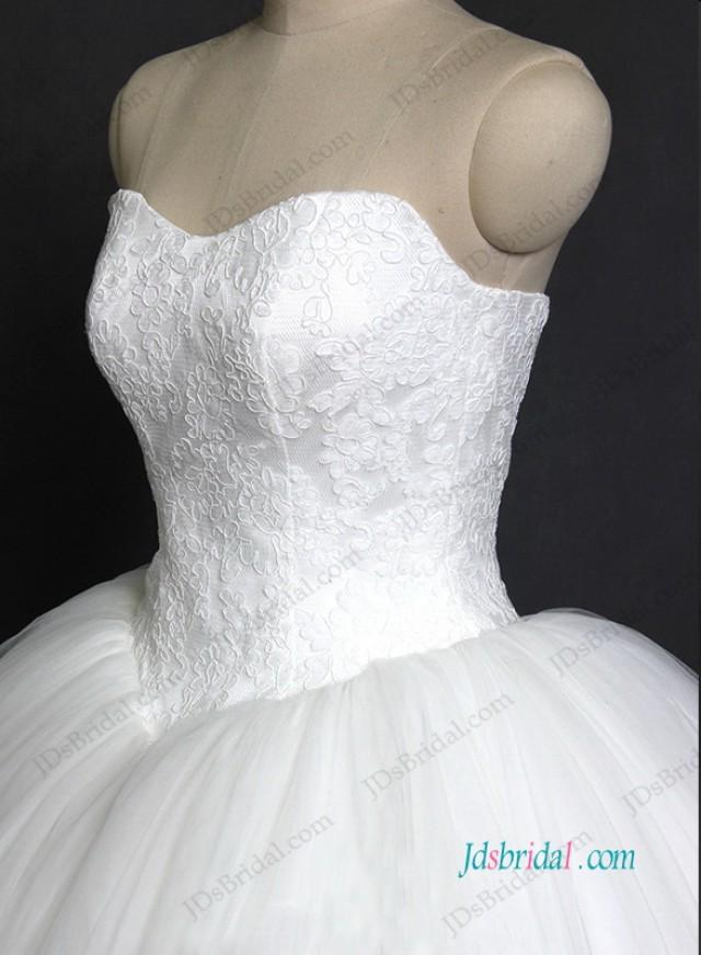 wedding photo - Sweetheart neck tulle ball gown wedding dress