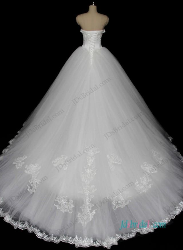 wedding photo - Sweetheart neck white tulle princess wedding dress