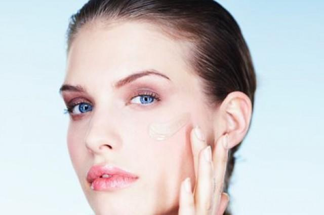 3 Pro Tips for Applying Tinted Moisturizer .Makeup.com