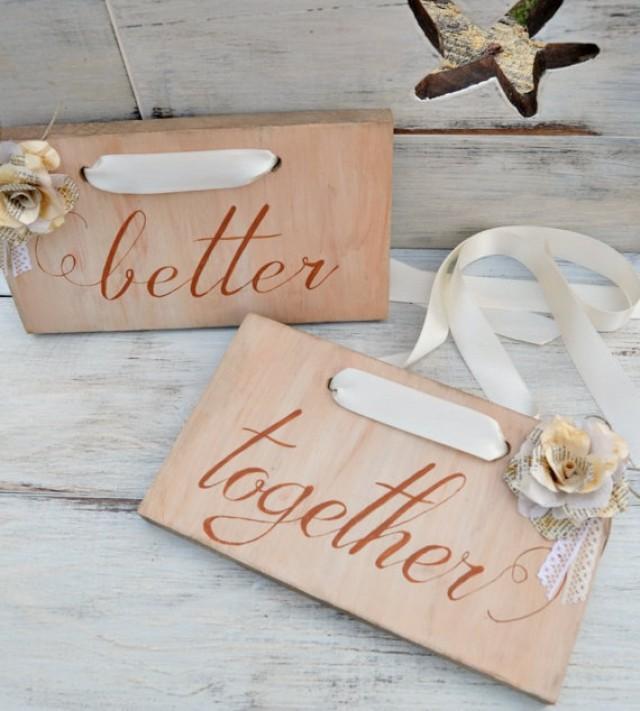 "wedding photo - Carteles Madera Sillas Boda Flores Papel Libro. Carteles madera boda vintage. Decoración boda años 20. Letreros caligrafía ""mejor"" ""juntos""."