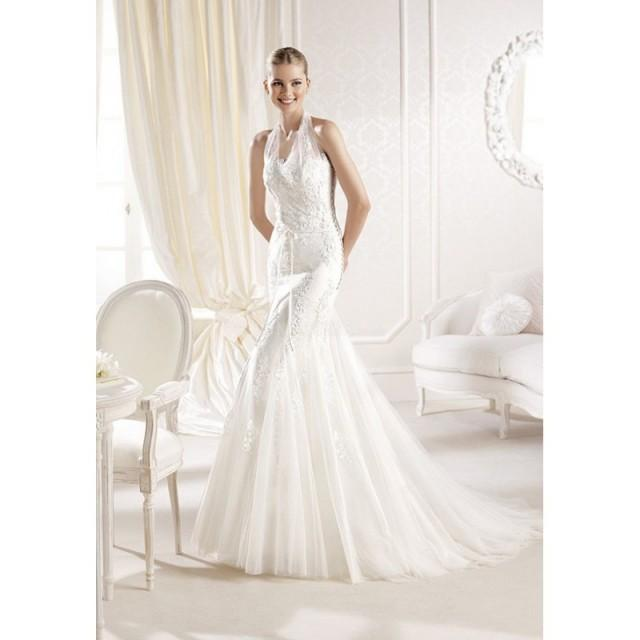 Fit n flare halter lace tulle floor length chapel train for Fit n flare lace wedding dress