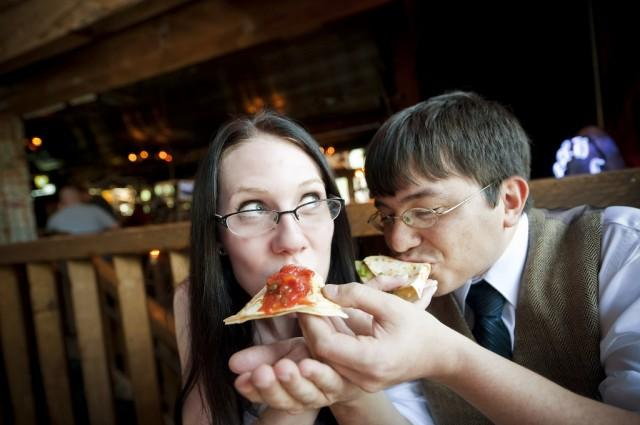 """Pull a """"Lady and the Tramp"""" for your alternative cake cutting"""