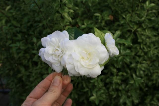 wedding photo - White Gardenia Bridal Flower hair comb Wedding Silk Floral hair piece Flower Bridal shower Decorative comb Hairstyle Christmas gift - $35.00 USD