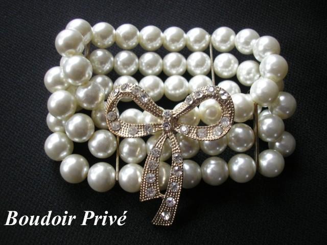 wedding photo - Vintage White Pearl Bracelet