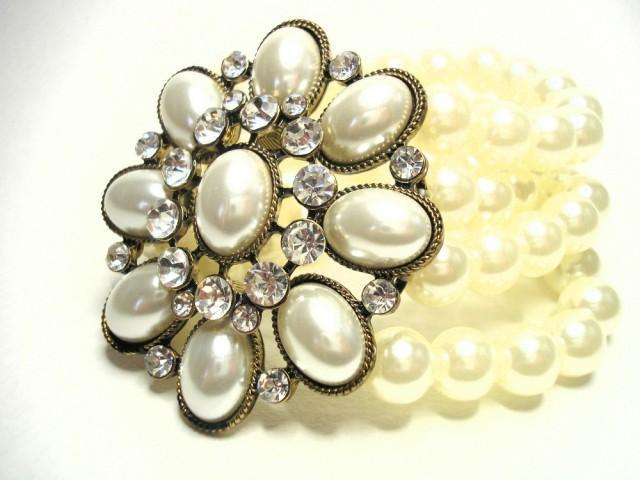 wedding photo - Vintage White Pearl Cuff