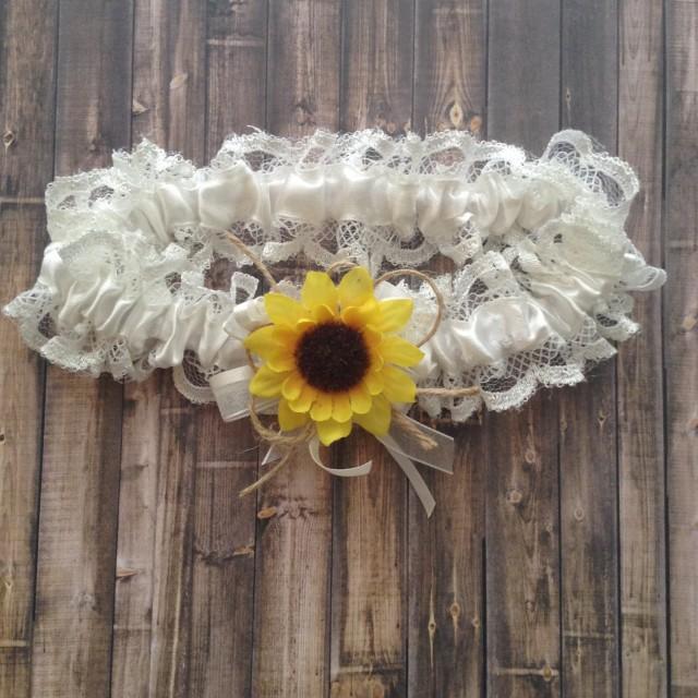 Sunflower Inspired Bridal Garter / Wedding Garter / Rustic Sunflower Wedding Garter / Country Stye Wedding Garter / White Lace and Sunflower