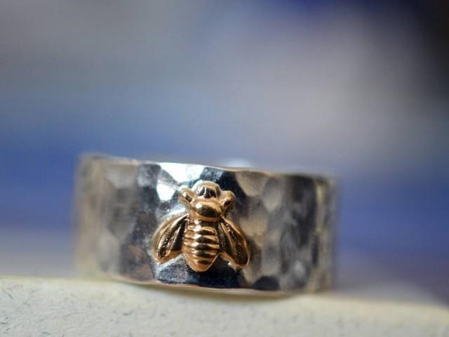 Men's Wedding Band, 14K Gold Honeybee, Customised 8mm Wide Sterling Silver Ring, Custom Engraving, Personalised Bee Jewelry
