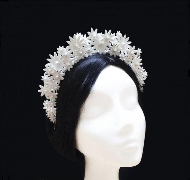 wedding photo - White flower bridal crown. Daisy flower headband.
