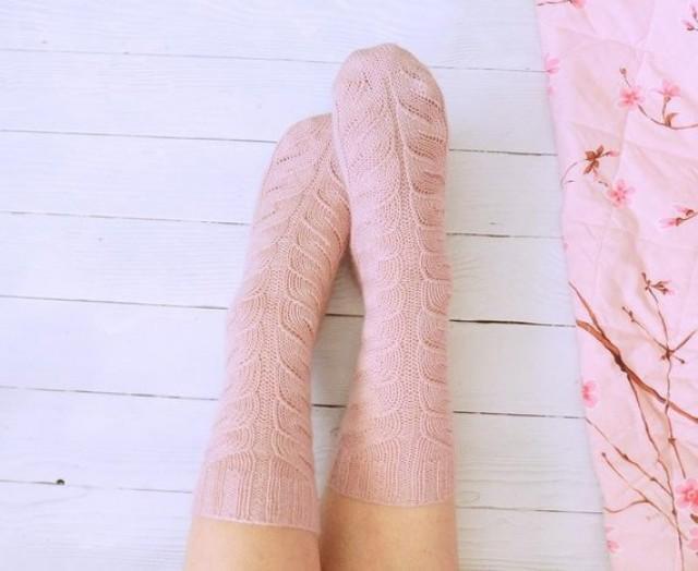wedding photo - Pink Hand knit socks