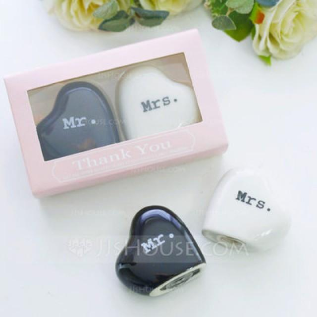 wedding photo - Beter Gifts® Mr & Mrs. Salt and Pepper Shakers Wedding Favors