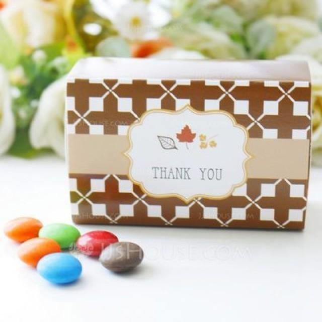 "wedding photo - Beter Gifts® Autumn ""Fall in Love"" Leaf Favor Box"
