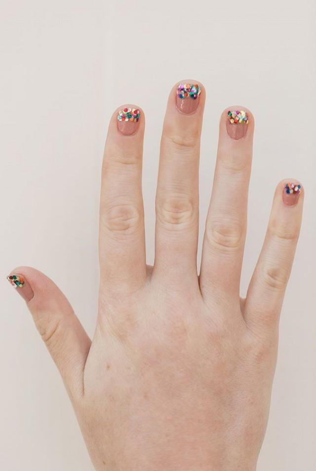 Nail Files: DIY Glitter Tipped Mani