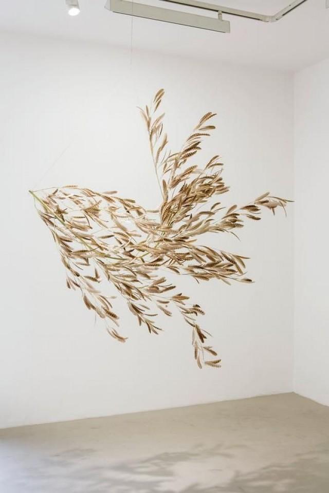 Gabriel Orozco, Roiseau 3, 2012. Bamboo Branch And Bird Feathers, 190 X 190 X 150 Cm