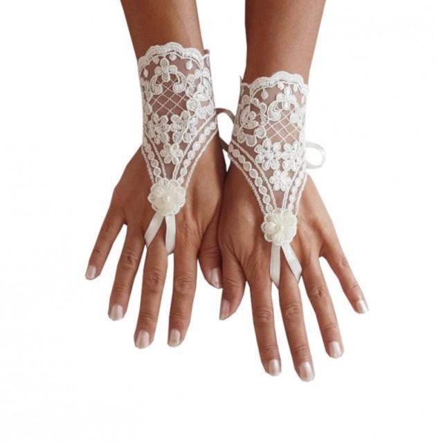 wedding photo - Lace gloves, bridal gloves, wedding gloves, ivory gloves, bridal gift, floral pattern, 3d flower, pearl flower, lace gloves, bridetobe